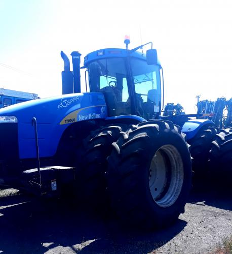 Трактор New Holland 9060
